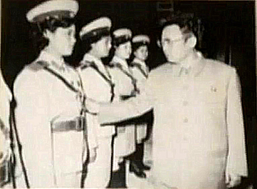 Dear Leader Kim Jong Il and the Traffic Ladies Jong-i10